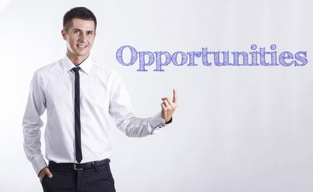 機会 - 本文 - 水平方向の画像を指して笑顔きしゃ
