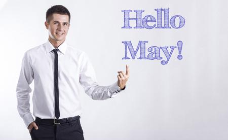 5 月こんにちは!-テキストの水平方向の画像を指している青年の笑みを浮かべて実業家