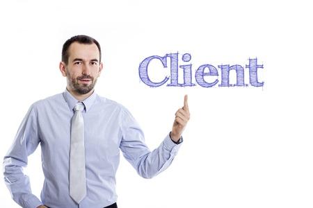 クライアント - 青いシャツを着て上向き小さいひげと青年実業家 - 水平方向の画像