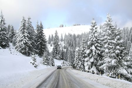 Snow on Highway whit car photo