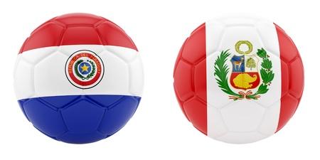 bandera de paraguay: rinde de dos balones de f�tbol con banderas de Paraguay y Per� Foto de archivo