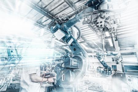 Un robot industriale in un laboratorio