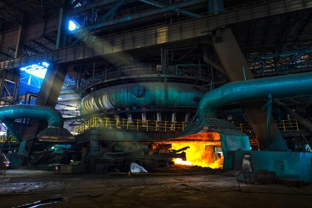 철강 공장의 용광로