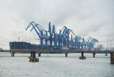 Ship unloader and conveyer belt at port terminal