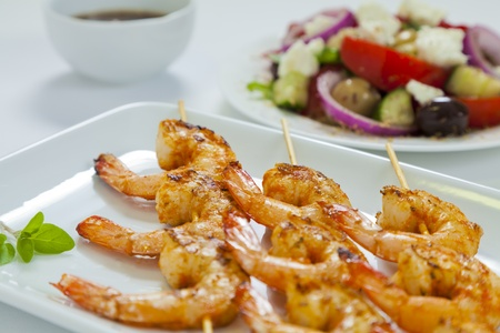 prawn skewers: Spicy chili prawn skewers with a traditional Greek salad and dressing