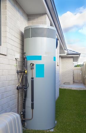 Warmwasser-System im Hinterhof Standard-Bild