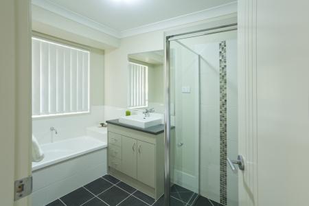 New modern bathroom in australian townhouse Stock Photo - 16791406