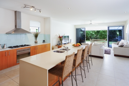 residential property: Modern kitchen and living room overlooking a backyard Stock Photo