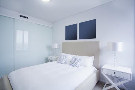 Chambre principale élégante dans un appartement australienne nouveau. Banque d'images