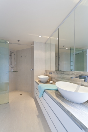 Modern twin bathroom in stylish Australian appartment Stock Photo - 18426999