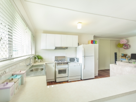 double bed: Old school kitchen in Australian apartment