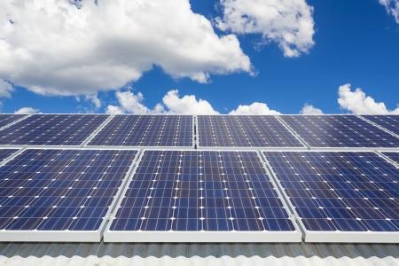 Sonnenkollektoren auf dem Dach Lizenzfreie Bilder