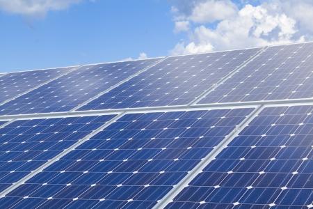paneles solares: Los paneles solares en el techo