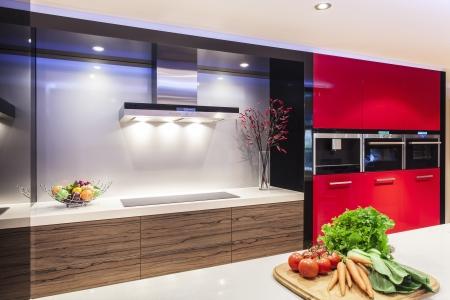 cuisine: Nouvelle cuisine de luxe avec des appareils modernes