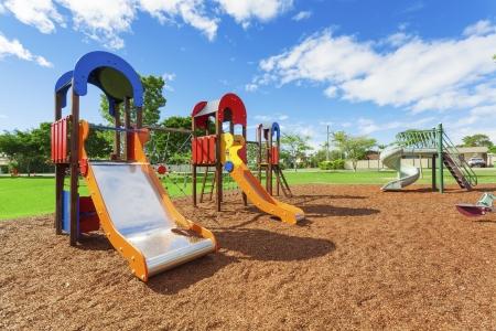 playground children: Zona de juegos en el parque periurbano