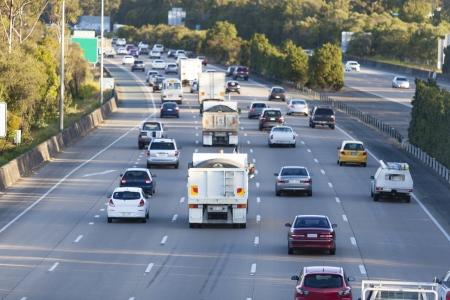 交通: ピーク時間で忙しいオーストラリア高速道路 写真素材