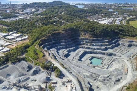 Pedreira de rocha de corte aberto na Gold Coast, Queensland, Austrália