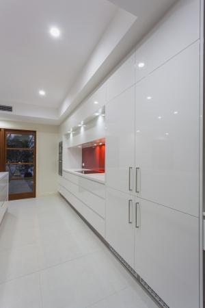 down lights: New modern minimalistic kitchen