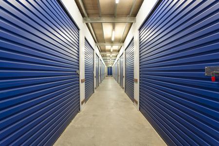 Magazzino con capannoni di stoccaggio privato Archivio Fotografico - 36454980