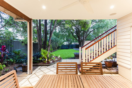 decking: Small outdoor entertaining area in sylish home