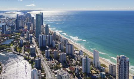 美しい金の海岸、オーストラリアのサーファーズ ・ パラダイスの空中写真 写真素材