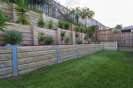 decor residential: Multi level retaing wall with plants in backyard