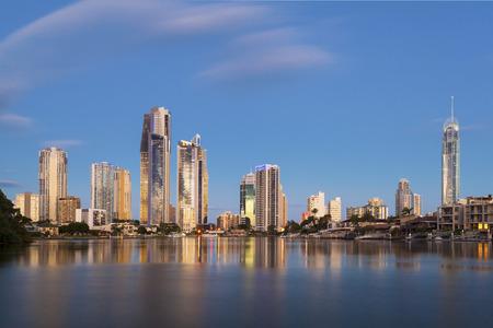 퀸즐랜드 골드 코스트의 서퍼스 파라다이스에서의 일몰