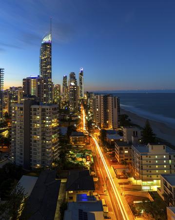 퀸즐랜드의 골드 코스트 서퍼스 파라다이스 (Surfers Paradise) 황혼 스톡 콘텐츠