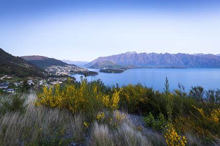 wakatipu: Sunset over Queenstown on Lake Wakatipu, New Zealand