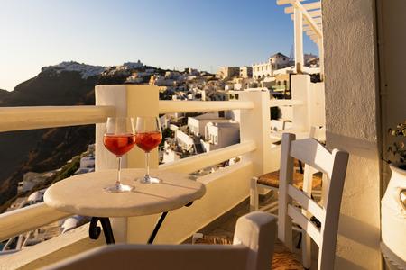 Sunset Getränke in Santorini, Griechenland Standard-Bild