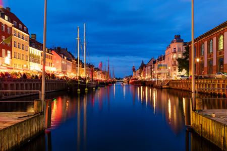 Zonsondergang in Nyhaven, Kopenhagen, Denemarken Stockfoto