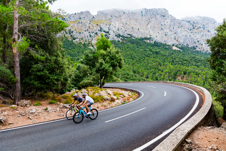 Les cyclistes montent le pic de Puig Major à Majorque, en Espagne Banque d'images - 81161607