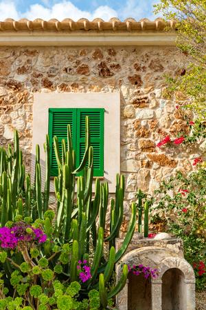 palma: Traditional spanish finca house from Majorca, Spain Stock Photo