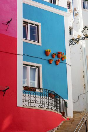 Traditionelle portugiesische Architektur und Gebäude in Lissabon, Portugal Lizenzfreie Bilder