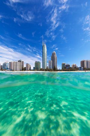 Blick vom Wasser von Surfers Paradise an der Gold Coast, Australien