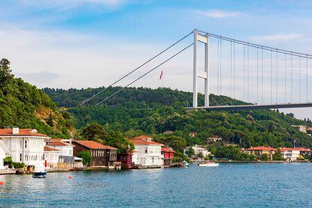 Upmarket waterfront homes along the Bosphorus river in Istanbul, Turkey Standard-Bild