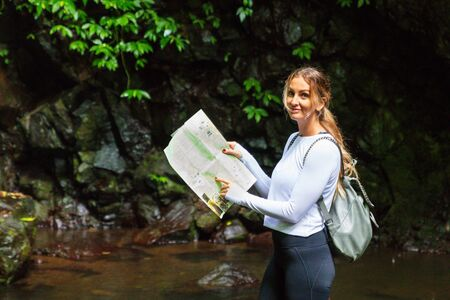 Woman reading map in Australian rainforest, Lamington National Park, QLD Standard-Bild