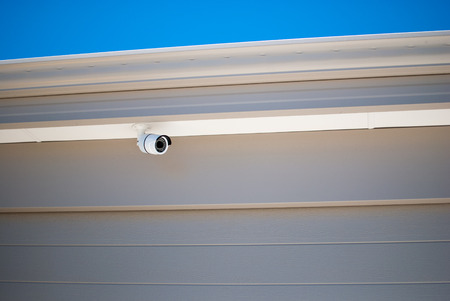 Home security camera mounted on a garage wall Standard-Bild