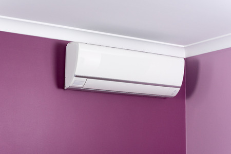 Split system air conditioner mounted on a wall Standard-Bild
