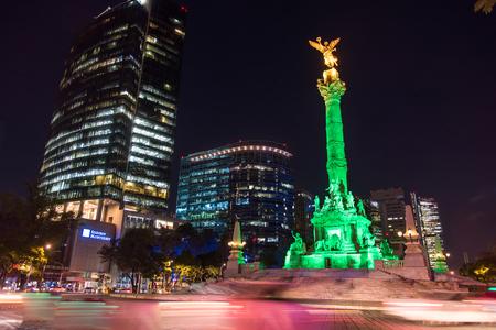 angel de la independencia: Estatua del ángel de la independencia en la ciudad Editorial
