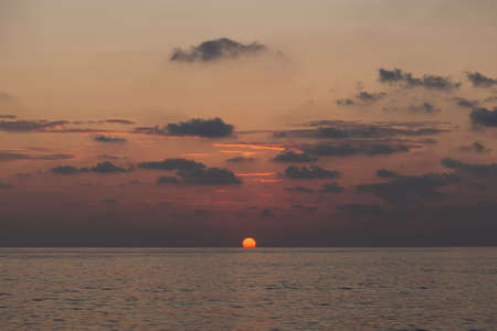 Beautiful red sunset over the sea. Soft pastel colors 免版税图像