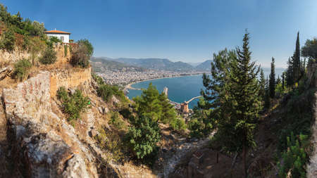 Panoramic views of the mountains, sea, Red Tower and Turkish resort of Alanya, Turkey 免版税图像