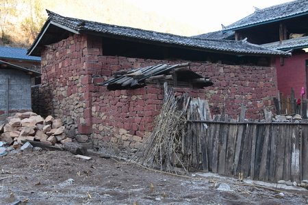 roofed house: Naxi villages