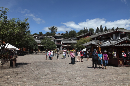 roofed house: Ancient town of Lijiang, Yunnan Editorial