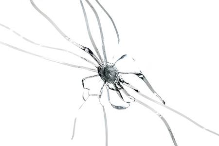 lanzamiento de bala: Cierre de orificio de vidrio grieta en el fondo blanco aislado.