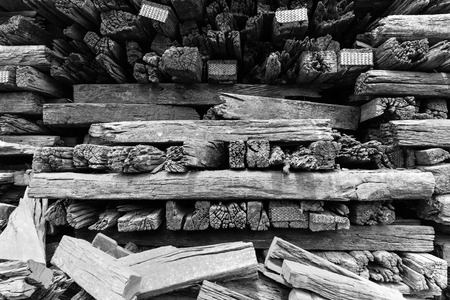 muebles antiguos: Stack of old lumber for reuse in construction or build the Antique furniture Foto de archivo