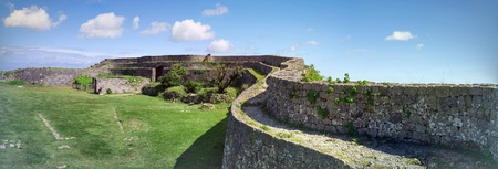 Okinawa, Japan - 23 oktober 2016: Nakagusuku Castle Ruins landschap, het beroemde kasteel van toeristische attractie in Ryukyu koninkrijk, Okinawa, Japan.