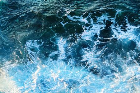 Scène van golven en zee spons textuur als daglicht.