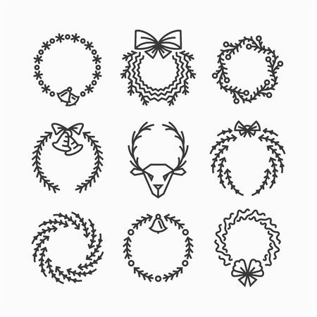 coronas de navidad: Conjunto de iconos de línea y las decoraciones de Navidad, año nuevo aislado coronas de contorno.
