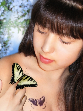 photography of the girl with scene of the butterfly in image of the springtime photo